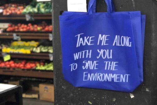 Contoh kantong belanja ramah lingkungan. Sumber: Jedda Costa/ABC News
