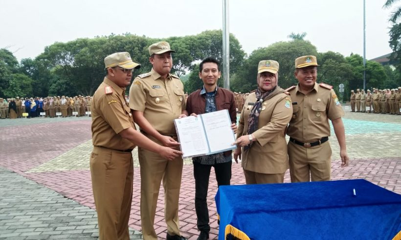 Government of Bekasi City and Waste4Change Sign Bekasi 2020 River Waste Cleanup Program