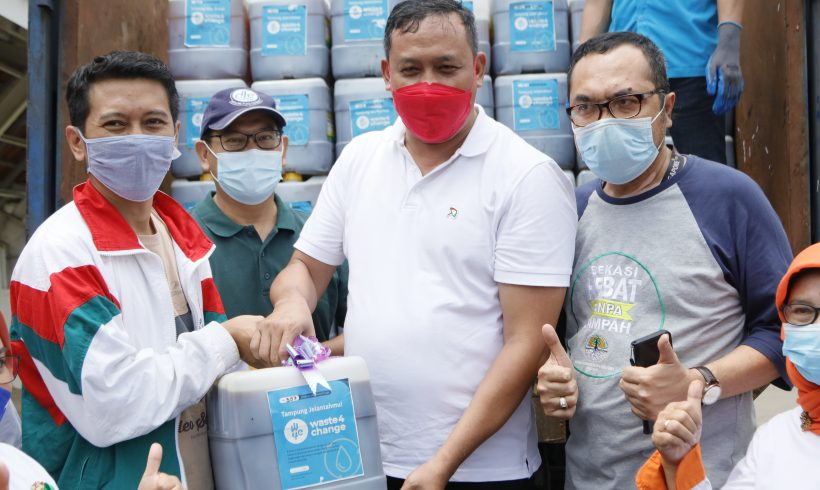 Bekasi Residents Could Now Send Their Used Cooking Oil (UCO) Waste to Their Hamlet Office (Kantor RW)!