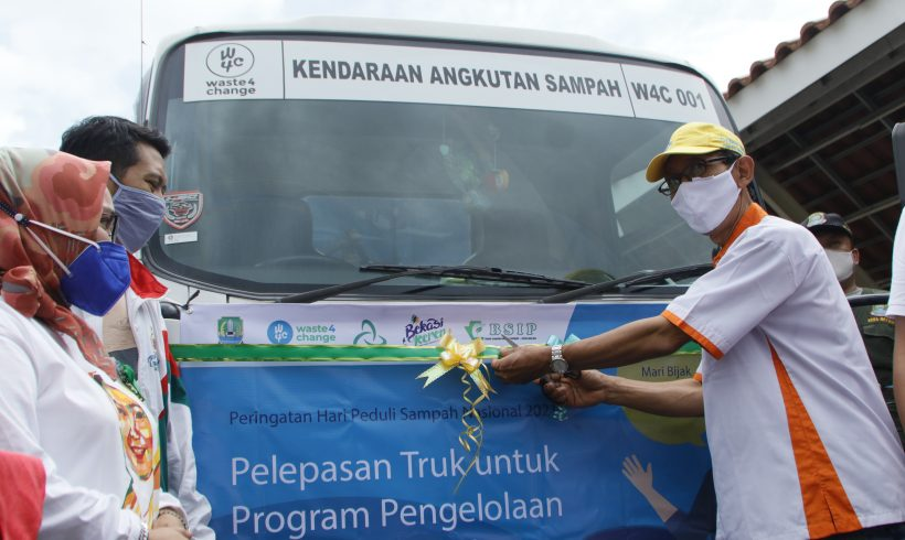 National Waste Awareness Day 2021: Bekasi City Government Together with Waste4Change Invites People to Manage Waste Wisely