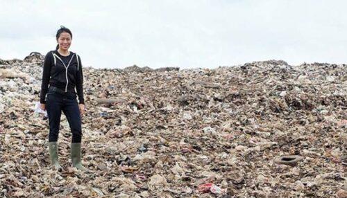 Dee Lestari di atas Gunungan Sampah