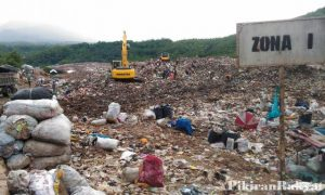 This is how the condition looks like in Sarimukti landfill, which is located in Cipatat, West Bandung district. Source: PikiranRakyat.com