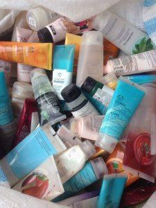 Botol-botol kosong The Body Shop yang berhasil dikumpulkan untuk kemudian didaur ulang oleh Waste4Change.