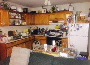 Contoh dapur yang penuh oleh berbagai macam barang. Sumber: freshclean.ie
