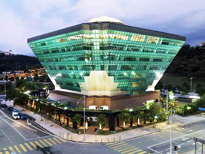 The ASEAN Centre for Energy has awarded its top prize in the ASEAN Energy Awards (AEA) to the Diamond Building, the eight-story headquarters of the Energy Commission (Suruhanjaya Tenaga) of Malaysia in Putrajaya.  The passive-design, energy-efficient structure is designed to use mostly  natural light and to consume about one-third the amount of energy of a  conventional building of its size. (Source: inhabitat)